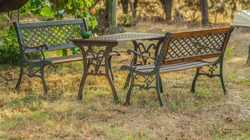 table-and-benches-856200_1920